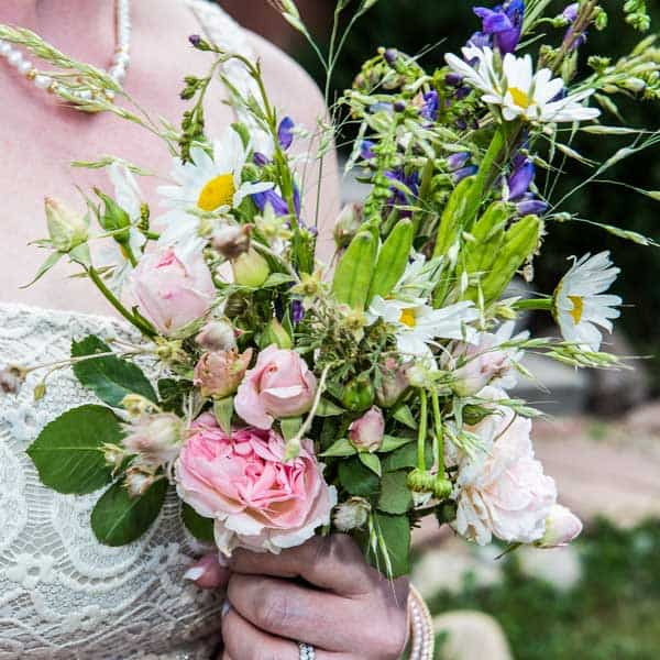 An example of the bouquet that comes with this wedding package